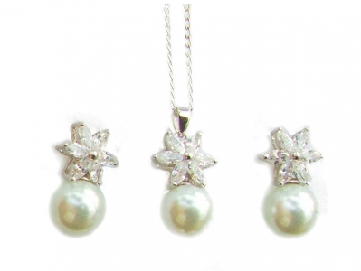 925  CZ AND PEARL SET..